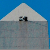 El Obelisco convertido en una torre de vigilancia