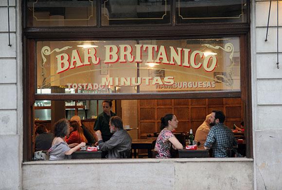 El bar brit nico reabri sus puertas for Puertas de aluminio buenos aires