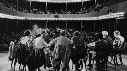 Teatro Cerrado / Teatro Abierto
