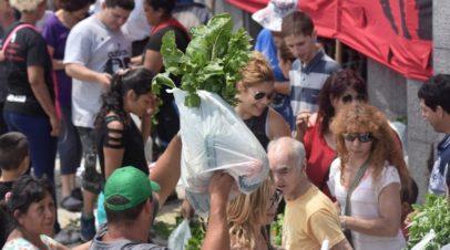 """Nuevo """"verdurazo"""" en Plaza de Mayo"""