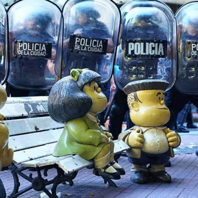 San Telmo, entre adoquines y policías